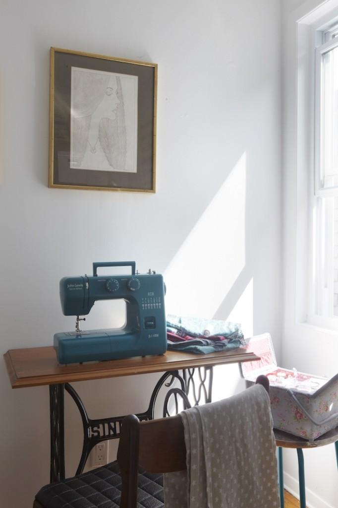 sewing room singer table