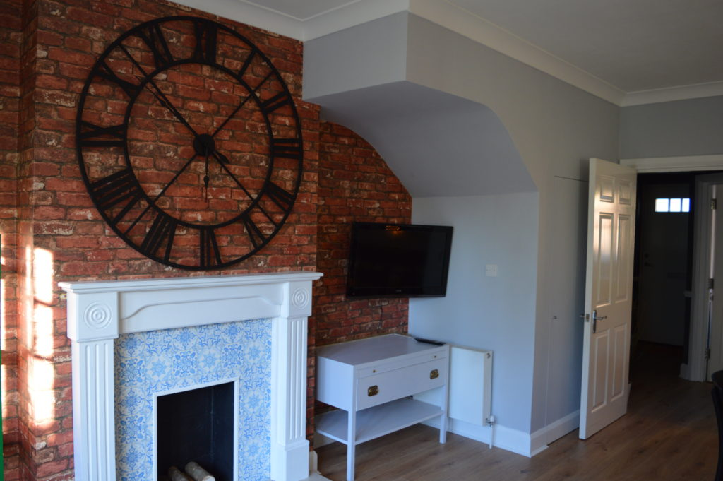 After sitting room brick wallpaper