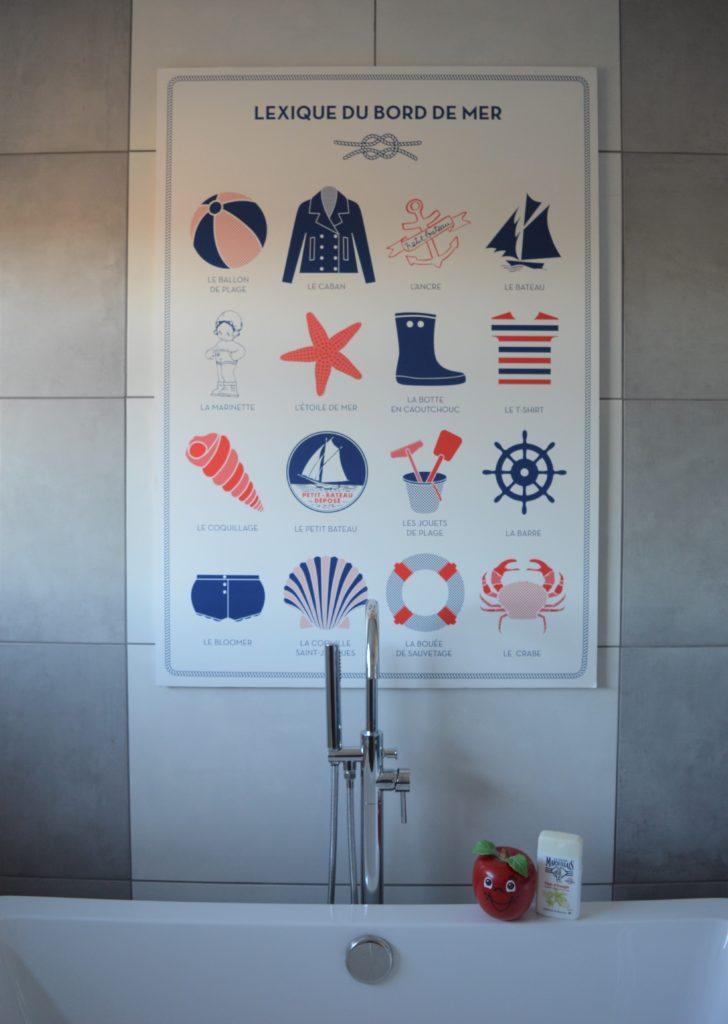 Bathroom freestanding bath Petit Bateau poster grey white tile