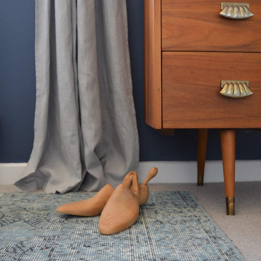Farrow & Ball Stiffkey Blue bedroom