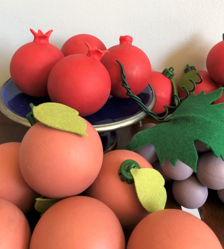 How to: Chalk paint fruit