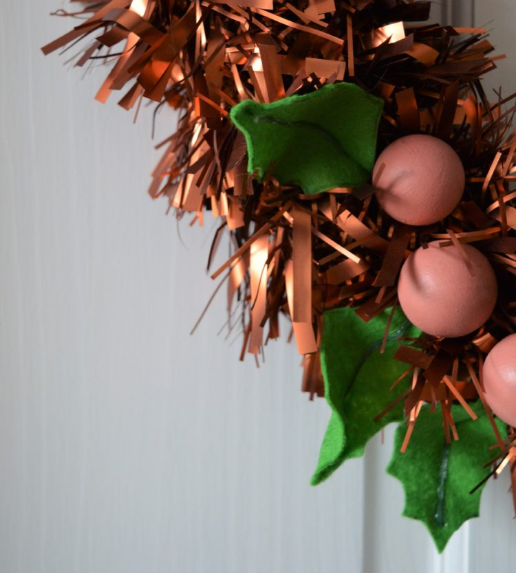 How to: Annie Sloan painted bauble wreaths